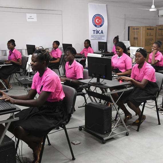"""Collecte de dons au profit du programme """"GIRL POWER"""" de l'Unicef !"""
