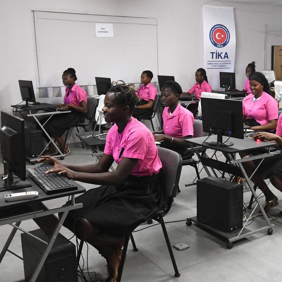 Girl Power en Côte D'Ivoire collecte de don