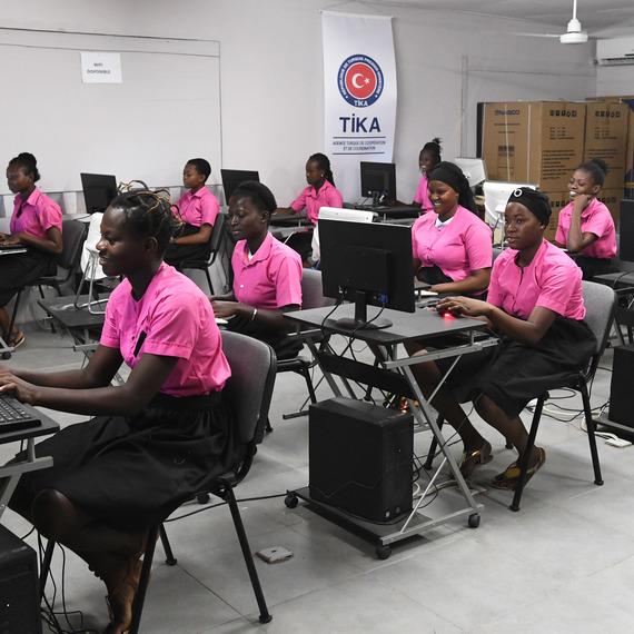 """UNICEF x IESEG :  Ensemble soutenons l'éducation des filles avec """"Girl Power"""""""