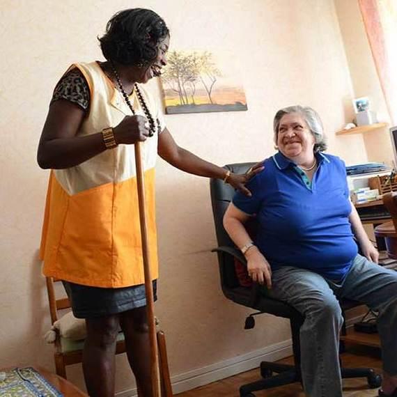 Des aspirateurs robots pour les maisons de retraite