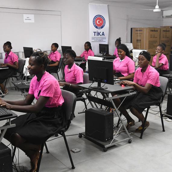 Ensemble pour le programme Girl Power en Côte d'Ivoire !
