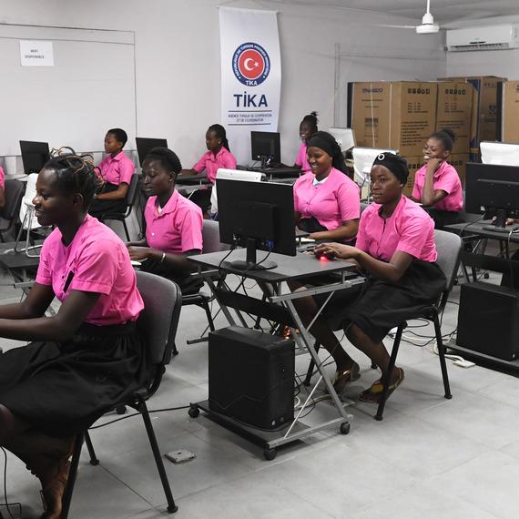Un avenir pour les jeunes filles en Côte d'Ivoire